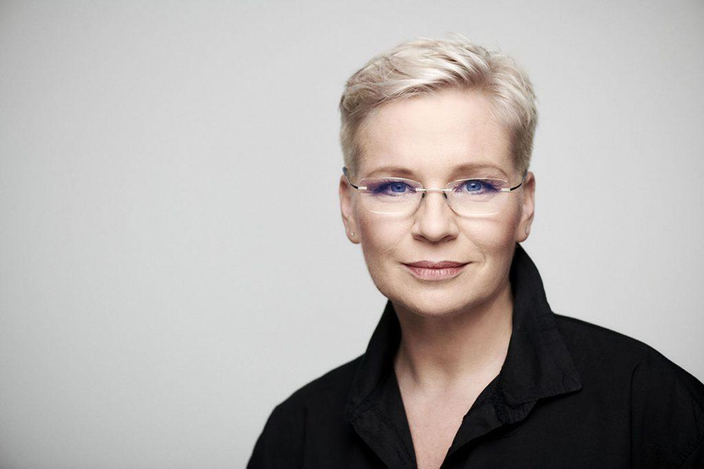 """,,A Telekomhoz hasonlóan, irányt szeretnénk mutatni a vállalkozóknak"""" – interjú Máté Krisztinával, a Cápák között producerével"""
