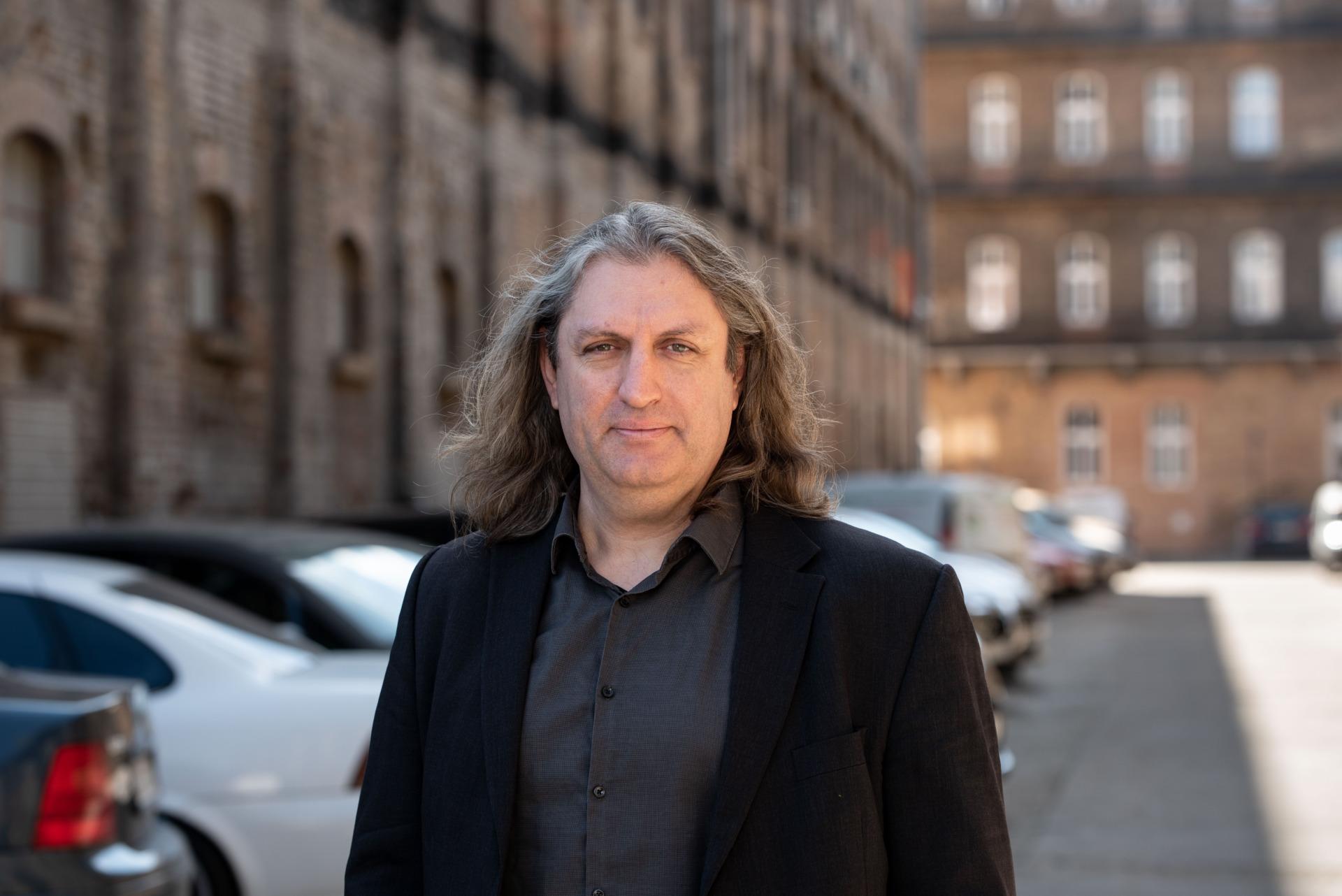 A zuglói fizikus és a mesés banki bónuszok – interjú Károlyi Antal üzleti angyal befektetővel
